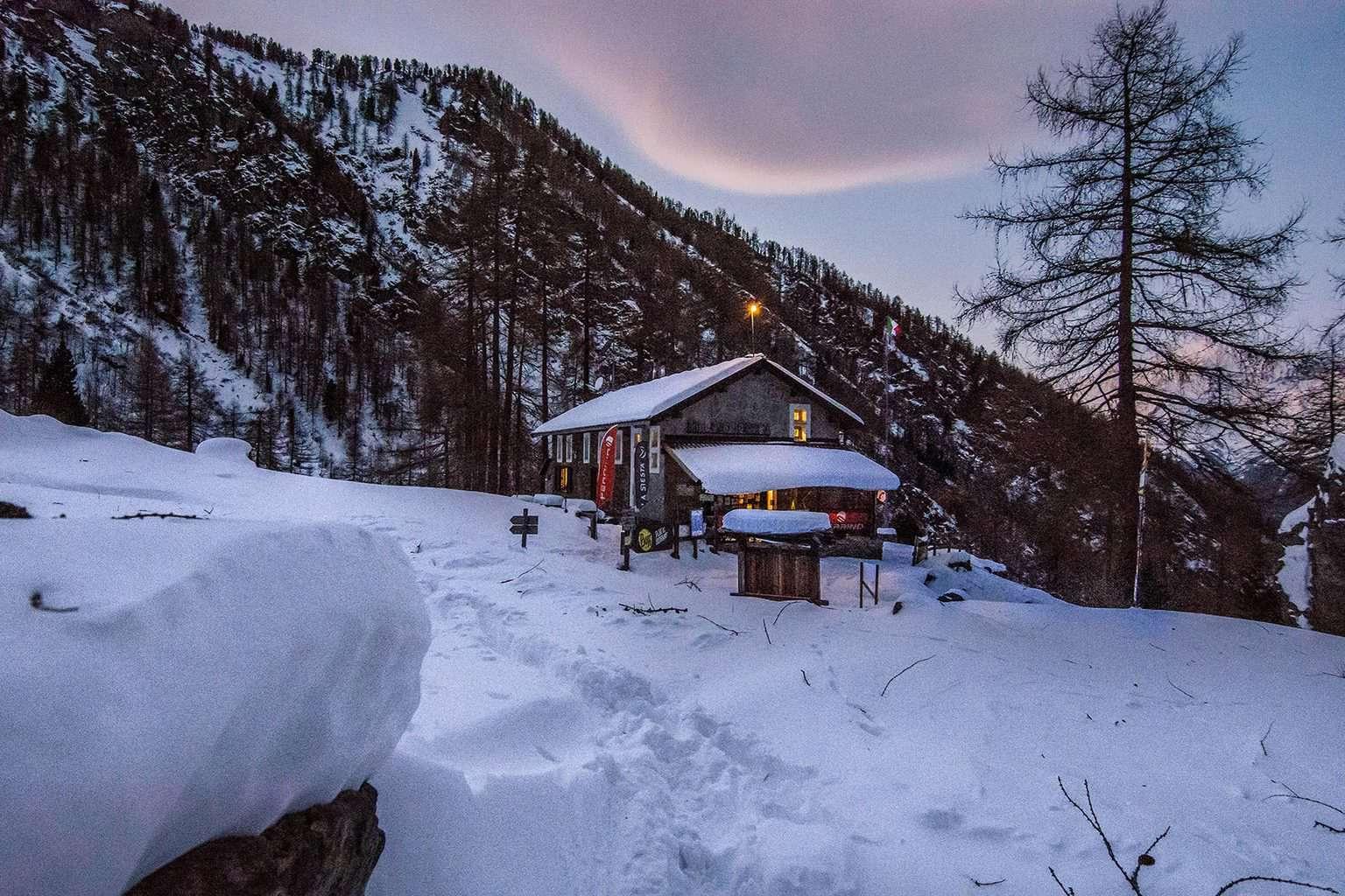 Rifugio Toesca: campo base Ferrino
